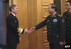 Командующий вооруженными силами США на Тихом океане адмирал Гарри Б. Гаррис и глава Генштаба КНР генерал Фан Фэнхуэй. Пекин, ноябрь 2015 года