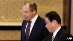 Russian Foreign Minister Sergei Lavrov (left) and his Japanese counterpart, Fumio Kishida, meet in Tokyo in April 2016.