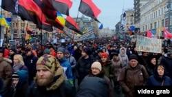 Марш в столице Украины с требованием освободить бывшего губернатора Одесской области Михаила Саакашвили и призывом к импичменту президента Петра Порошенко. Киев, 10 декабря 2017 года.