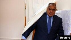 Лидер партии ГЕРБ, бывший и, видимо, будущий премьер Болгарии Бойко Борисов на избирательном участке