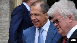 ولادیمیر چیژوف، سفیر روسیه در سازمان ملل (سمت راست)، در کنار سرگئی لاوروف، وزیر خارجه روسیه