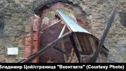Копорская крепость после обрушения