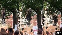 Etirazçılar Edward Colston-un heykəlini yıxırlar