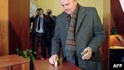 Mikhail Gorbachev referendumda səs verir - 17 mart 1991
