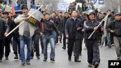 Бишкекдаги норозилик намойиши, 2010 йилнинг 7 апрели.