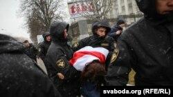 Затримання силовиками громадян у Мінську під час акції з нагоди Дня Волі, 25 березня 2017 року