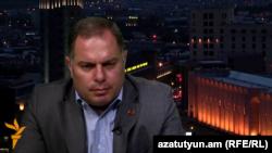 Представитель правящей Республиканской партии Армении Ованнес Саакян в студии «Азатутюн ТВ» (архив)