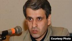 سهراب رزاقی، استاد پیشین دانشگاه علامه طباطبایی و مدیر موسسه غیردولتی کنشگران داوطلب.