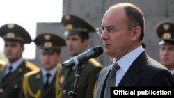 Armenia - Defense Minister Seyran Ohanian speaks at a ceremony in Yerevan, 19Nov2012.