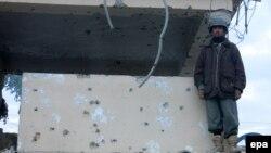 Howpsuzlyk güýçleriniň agzasy polisiýa stansiýasyna edilen hüjümden soň sak dur. Kandagar, 8-nji dekabr, 2015
