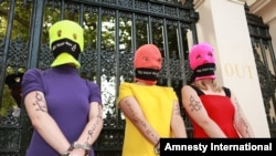Protesters supporting 'Pussy Riot' take part in an Amnesty International-sponsored protest near the Russian Embassy in London, 16Aug2012