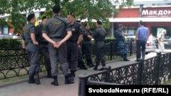Новопушкинский сквер в день митинга в защиту узников 6 мая был заполнен полицией еще с полудня