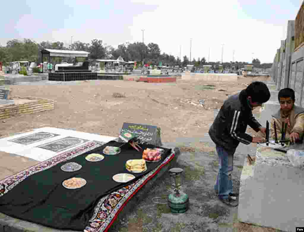 Residents of Bam visiting the graves of victims of the December 26, 2003, earthquake (Fars) - The southern Iranian city of Bam is marking the third anniversary of a devastating earthquake that left more than 26,000 people dead and destroyed one of the country's great historical sites.