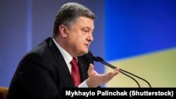 Петр Порошенко обещает всему миру указать на тех, кто стоял за обстрелом Мариуполя