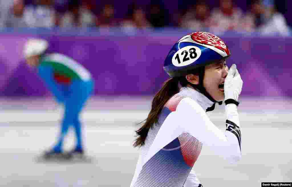 Бег на коньках на короткой дорожке: Ким Аланг из Южной Кореи после финала женского забега на 3 000 метров. Корейская команда выиграла золото