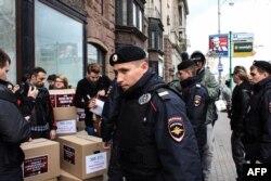 Акция против преследований ЛГБТ в Чечне. Москва, 2017.