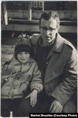 Фатограф Сяргей Брушко са сваім сынам Зьмітром