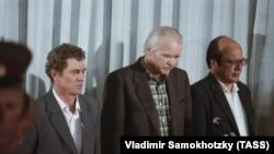Бывший директор атомной электростанции в Чернобыле Виктор Брюханов, главный инженер Николай Фомин и его заместитель Анатолий Дятлов (в центре) во время вынесения приговора на заседании Верховного суда СССР