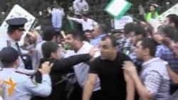 Təhsil Nazirliyi qarşısında polislə qarşıdurma