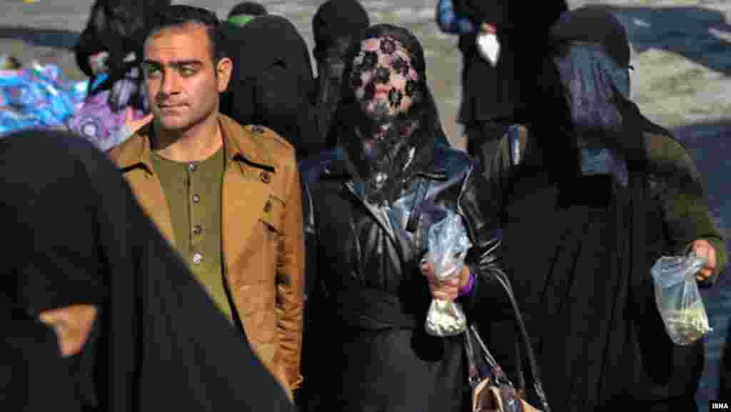 یک زوج جوان در مراسم تاسوعا- خرم آباد