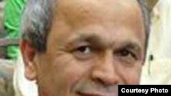 ابراهیم نبوی پیش از انتخابات ریاست جمهوری ایران را ترک کرده است.