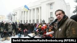 Міхеїл Саакашвілі біля Верховної Ради. Київ, 6 грудня 2017 року