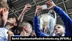 Вболівальники матимуть нагоду зробити фото з кубками Ліги чемпіонів
