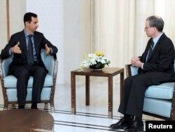 Посол США Роберт Форд на зустрічі з президентом Сирії Башаром Асадом у січні 2011 року