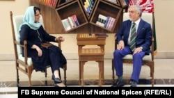 عبدالله عبدالله رئیس شورای عالی مصالحه ملی با دیبرا لاینز نمایندهی ویژه سازمان ملل متحد