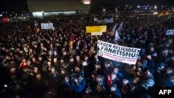Предыдущая акция сторонников движения ПЕГИДА в Дрездене, которая прошла 15 декабря