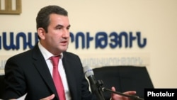 Armenia -- T chairman of the State Commission for the Protection of Economic Competition, Artak Shaboyan, at a press conference in Yerevan, 25 Dec2013.