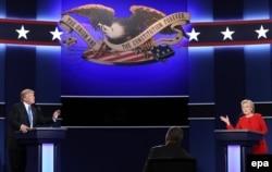 Хиллари Клинтон и Дональд Трамп во время первых дебатов