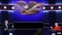 Дональд Трамп і Гілларі Клінтон на дебатах в університеті Хофстра, 26 вересня 2016 року