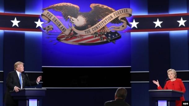 АҚШ президенттігіне кандидаттар демократ Хиллари Клинтон (оң жақта) мен республикашыл Дональд Трамп (сол жақта) дебат кезінде. Нью-Йорк. 26 қыркүйек 2016 жыл