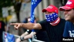 Protestul susținătorilor președintelui Donald Trump în ziua când s-a anunțat victoria democratului Joe Biden în alegerile prezidențiale, Philadelphia, Pennsylvania, 8 noiembrie, 2020.