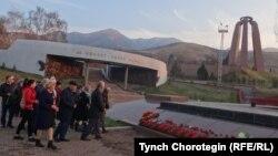 """""""Ата-Бейит"""" мемориалдык комплекси."""