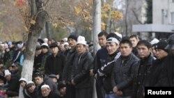 Бишкектеги Курман айт намазына чогулгандар, 16-ноябрь.