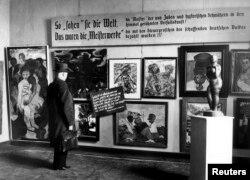 """Выставка """"Дегенеративное искусство"""" в Берлине, 1938"""