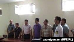 Степанакерт - Граждане Нагорного Карабаха Рафаэл Авакян и Давид Барсегян в суде, 23 июля 2013 г.