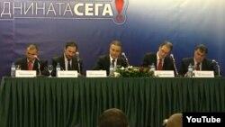 позициските лидери го потпишува договорот за коалиција. Стојанче Ангелов (Достоинство), Љубчо Георгиевски (ВМРО-НП), Бранко Црвенковски (СДСМ), Андреј Жерновски (ЛДП), Раде Милососки (ОМ) на 23 октомври 2012 година во Скопје.