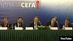 Опозициските лидери го потпишува договорот за коалиција. Стојанче Ангелов (Достоинство), Љубчо Георгиевски (ВМРО-НП), Бранко Црвенковски (СДСМ), Андреј Жерновски (ЛДП), Раде Милососки (ОМ).