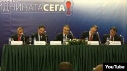Опозициските лидери го потпишува договорот за коалиција.