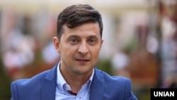 Головний герой фільму «Я, ти, він, вона» Володимир Зеленський під час зйомок у Львові, 10 вересня 2018 року
