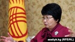 """Президент Роза Отунбаева отвечает на вопросы Радио """"Азаттык"""", 26 декабря, 2010 г."""