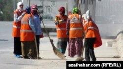 Turkmenistan -- cleaners in Turkmenabat, 22May2013