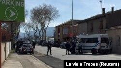 Поліція в місті Треб, Франція, де невідомий захопив заручників у супермаркеті, 23 березня 2018 року