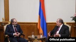 Президент Армении Армен Саркисян (справа) и премьер-министр Армении Никол Пашинян, Ереван, 9 декабря 2019 г.