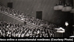 Nicolae Ceauşescu vorbind la sesiunea jubiliară a Marii Adunări Naţionale la 25 de ani de la 23 august 1944. (6-12 august 1969). Sursa: Fototeca online a comunismului românesc; cota: 50/1969