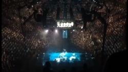 Bono konsertində Azərbaycandakı siyasi məhbuslardan danışıb