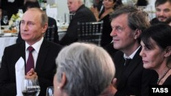 Emir Kusturica u društvu Vladimira Putina, Moskva, decembar 2015.